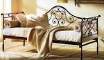 Градински диван произведен от ковано желязо