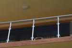 изработка на терасни иноксови парапети със кафяво стъкло