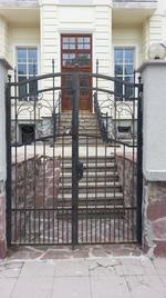 изработка на порта с две крила от ковано желязо