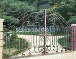 изработка на портални врати от ковано желязо с две крила